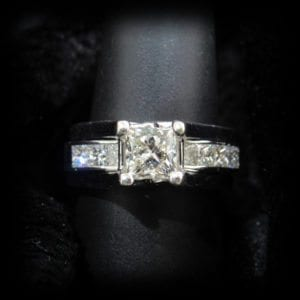 Image of a big diamond ring on the jewelry store OKC page